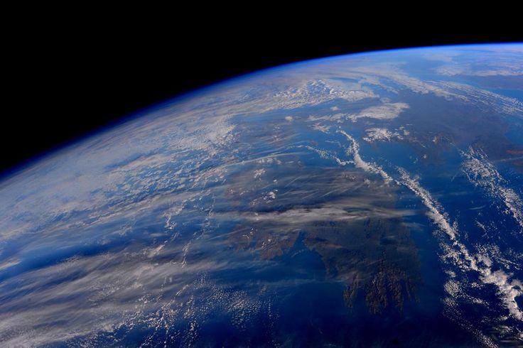 Sam Cristoforetti - Hello #Ireland, hello #UK! In many of our orbits, the gateway to Europe. #HelloEarth