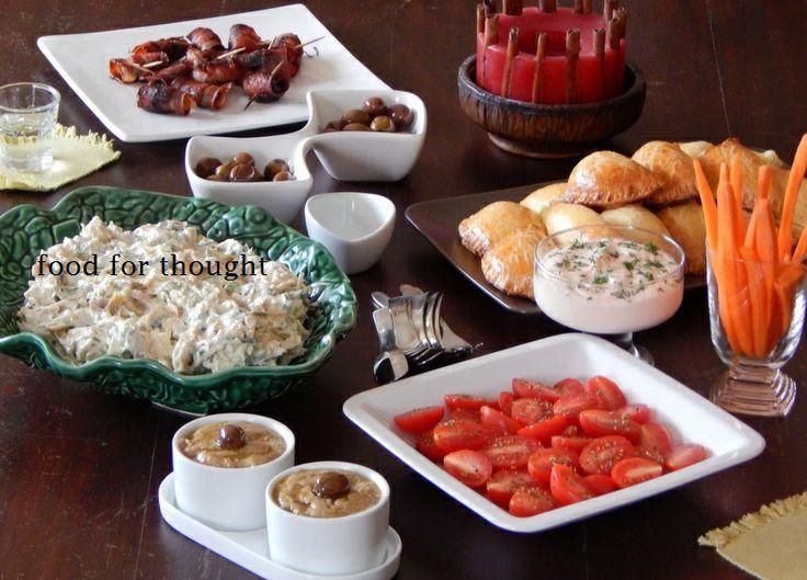 Τσίπουρο με φίλες (δαμάσκηνα με μπέικον, ελιές, κοτοσαλάτα, τυροπιτάκια, ντιπ καπνιστού σολωμού, καρότα, ντοματίνια, ντιπ αντζούγιας) http://laxtaristessyntages.blogspot.gr/2014/04/damaskina-me-beikon.html