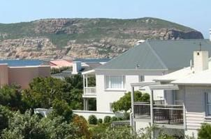 Plett Beach House is a wonderful beachfront holiday home in one of South Africa's most popular resort destinations, the town of Plettenberg Bay, right on the Garden Route. The home is ideal for the leisure traveller and children and is just a minutes' walk to Solar Beach.