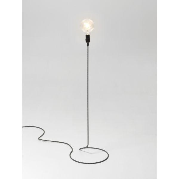 les 25 meilleures id es concernant luminaire sur pied sur. Black Bedroom Furniture Sets. Home Design Ideas