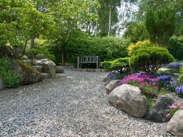 Garten Mit Steinen Anlegen Gestalten Kies Steine Sonnenlicht Gartengestaltung Und Gartengestaltung Gartengestaltung Mit Kies Garten Gestalten