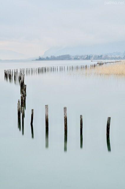 l'hiver au bord du lac du Bourget Aix les Bains.  Savoie