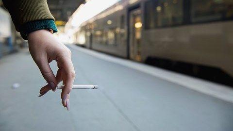 Rökning kostar Danmark enorma summor varje år. Fimpa är en god ide för alla utom tobaksbolagen. #Rökning #Effekter