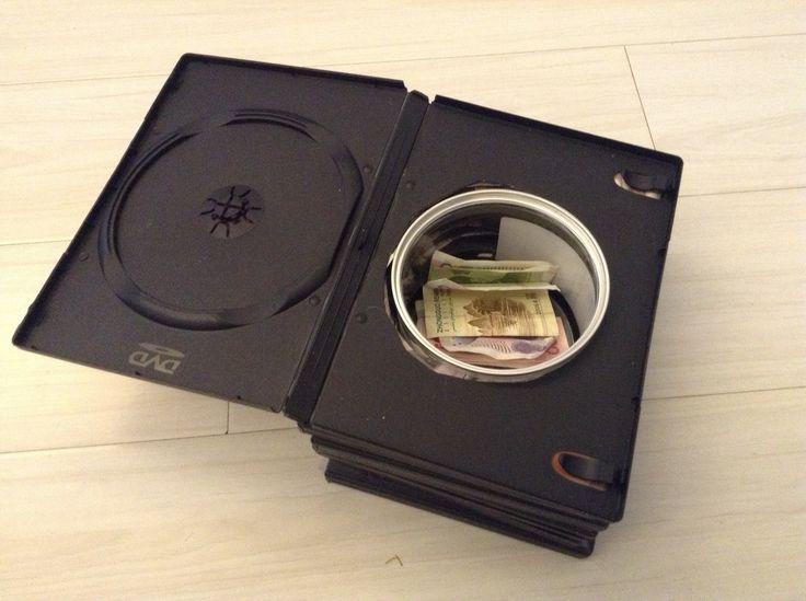 comment constuire un coffre secret avec des boites de dvd web recyclage pinterest. Black Bedroom Furniture Sets. Home Design Ideas