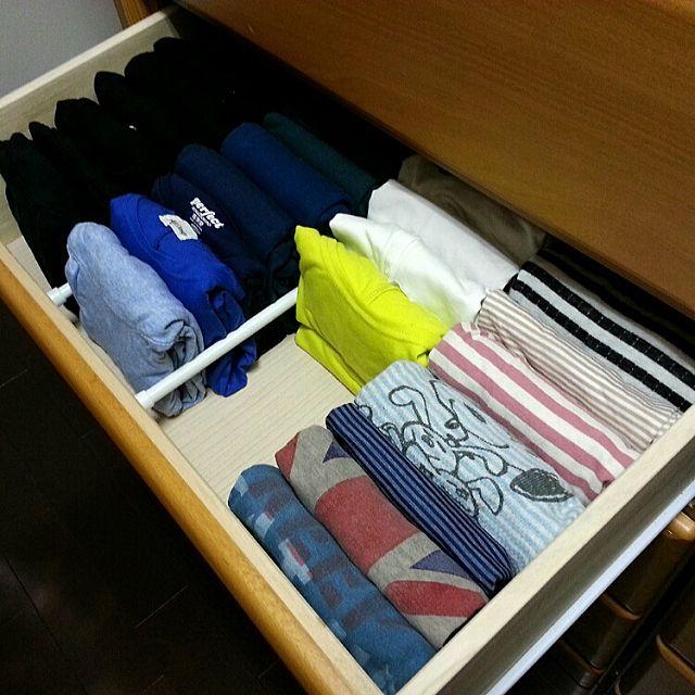 女性で、3LDKのしただけ/引き出しの中/収納見直し隊/変化がありました…。/変化と言っても引き出しの中!/つかなお流『人生がどよめく片付けの阿呆』…などについてのインテリア実例を紹介。「ボーダーのTシャツを買ったので、1枚断捨離しましたよ(* ̄ω ̄) 他にも断捨離したけど。。。 コレ、半分にして婆シャツもココに入れたいと妄想中。。。」(この写真は 2014-12-07 23:32:19 に共有されました)
