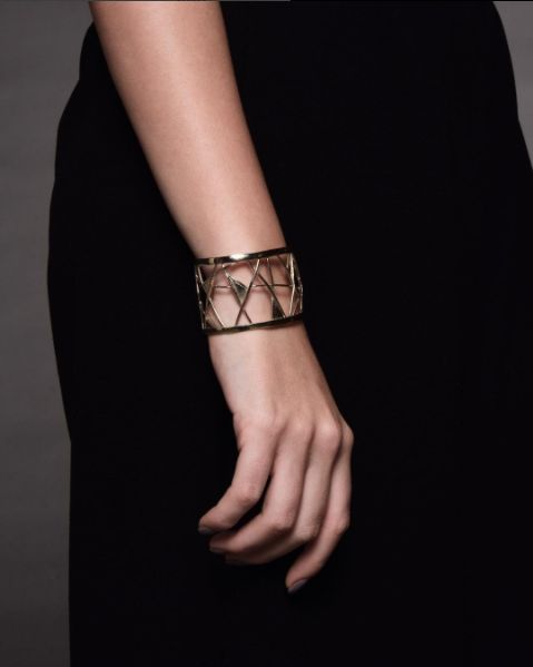 Nido cuff. A fancy geometric bracelet inspired by a nest. #naturalarchitecture #architecture #fashionjewellery