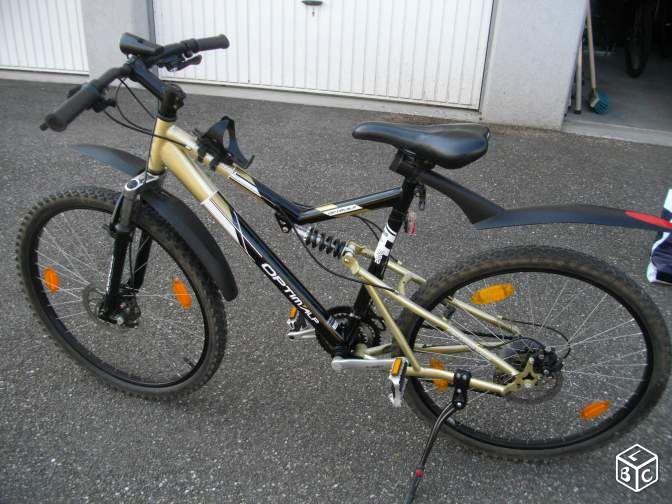 Vélo 26 pouces OPTIM'ALP - Hoerdt Je vends un VTT 26 pouces, de la marque : OPTIM'ALP modèle BIVOUAC tout suspendu. Freins avant et arrière à disques, 21 vitesses avec triple plateaux. Dérailleur SHIMANO, gardes boue avant et arrière. Roue et selle avec blocage rapide. La va - Hoerdt