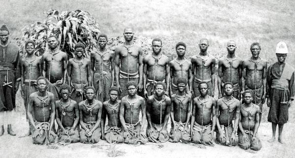 Esclavos en el Estado Libre del Congo (posteriormente Congo Belga) c. 1900.