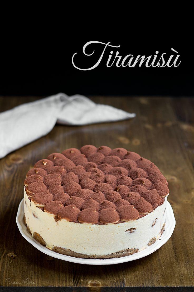 Torta Tiramisù con uova pastorizzate attraverso pate à bombe e meringa all'italiana
