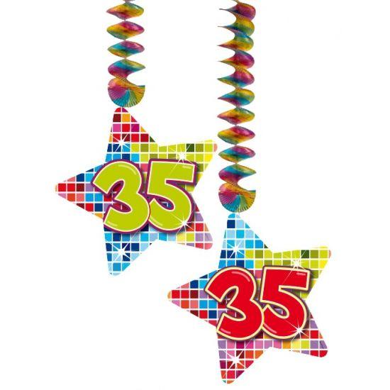 Hangdecoratie sterren voor een 35ste verjaaredag. Hangdecoratie in de vorm van sterretjes met het getal 35. De decoratie is verpakt per 2 stuks en is ongeveer 13,3 x 16,5 cm groot.