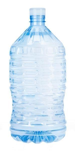 Dalla classica forma rotonda, il boccione d'acqua da 10 litri, è l'ideale per rifornire piccoli luoghi di lavoro. Questo formato è consigliato anche per l'utilizzo a casa, come valida alternativa alle bottigliette dell'acqua.