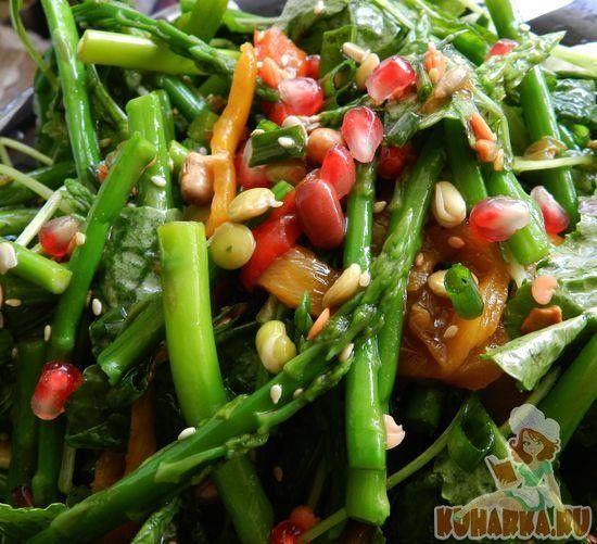 Салат со спаржей,семечками и ростками
