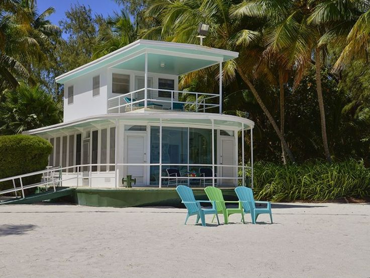 This historic houseboat washed ashore during a 1960 hurricane and has been used ever since as an oceanside guesthouse.