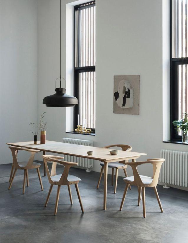 grande table a manger en bois clair