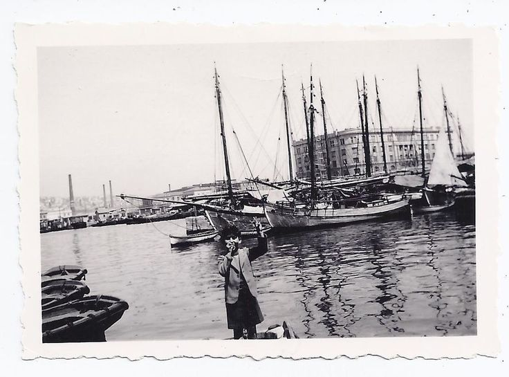 GREECE WOODEN BOATS AT PORT OF PIRAEUS OLD SMALL PHOTO