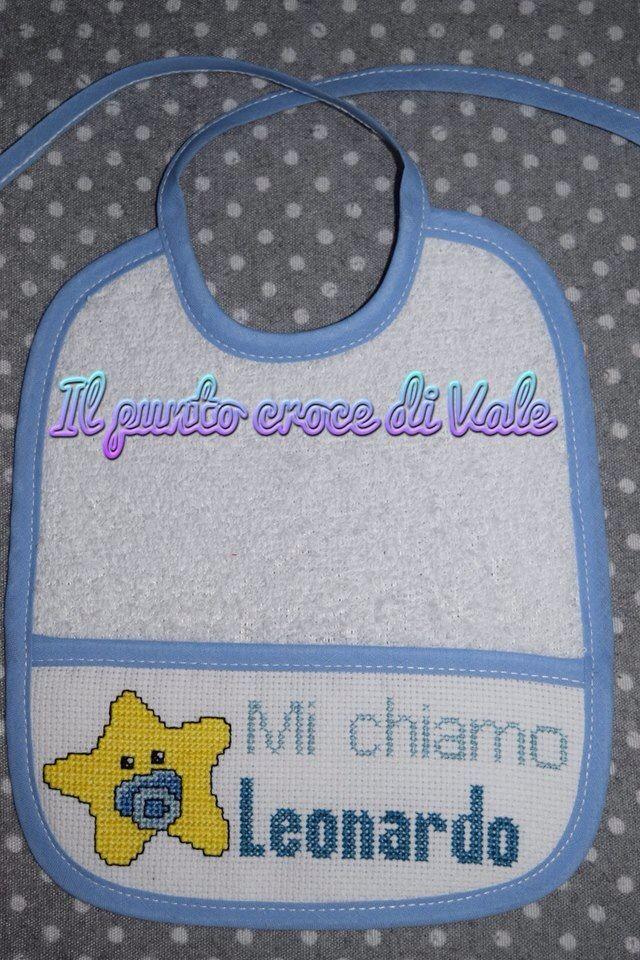 Il primo dei due bavaglini realizzati per Valentina (Milano). Visita la mia pagina Facebook: IL PUNTO CROCE DI VALE