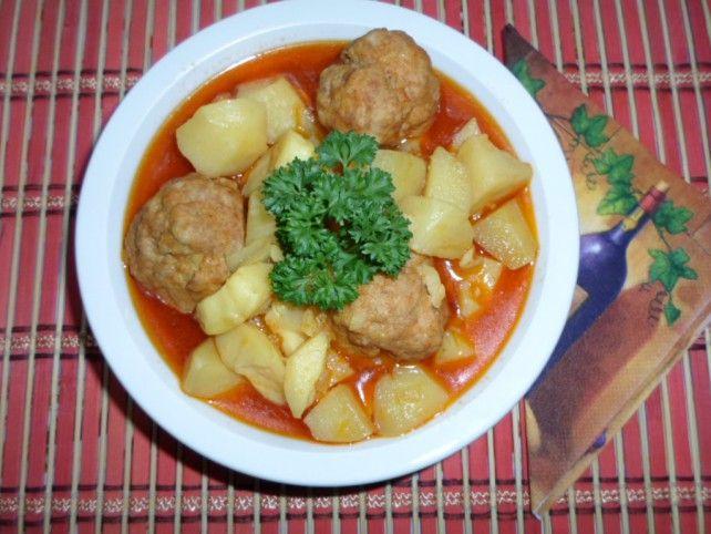 Egy finom Húsgombócos paprikás krumpli ebédre vagy vacsorára? Húsgombócos paprikás krumpli Receptek a Mindmegette.hu Recept gyűjteményében!