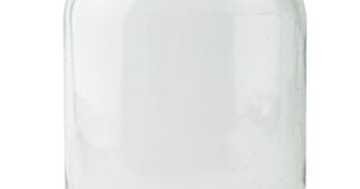 Ideias de presentes com potes de vidro vazios. Você pode guardar vasilhames velhos, como vidros e tubos de plástico, para guardar pequenos objetos pela casa. Encontrar novos usos para esses vasilhames não apenas economiza dinheiro, mas não deixa que fiquem nos aterros sanitários. Comece a guardar vidros vazios, como aqueles nos quais vêm picles e geleia, para encher com outra coisa e ...