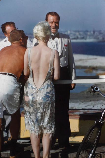 """vintage everyday: 36 Rare and Wonderful Color Photographs from Behind The Scenes of """"Some Like It Hot"""""""
