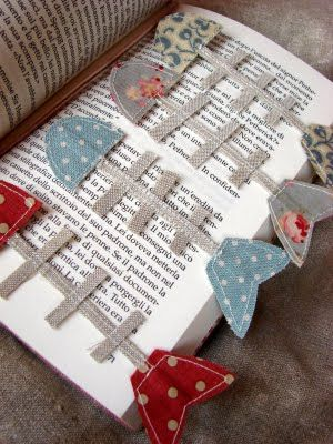 Fish bone bookmarks! Shabby Home: Gioia per gli occhi - A delight for the eye. Sewn but I'm thinking cute in felt.