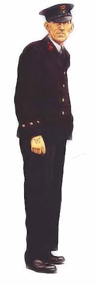 Premier maître, flotte intérieur, 1940  Premier maître, flotte intérieur, 1940  Dans la Royal Navy, l'uniforme des premiers maîtres était presque identique à celui des officiers, si ce n'est que les premiers portaient un insigne de casquette spécial et des insignes de sous-officier aux manches. On voit ci-dessus l'uniforme des premiers maîtres, comportant une veste droite avec trois boutons aux poignets (une veste croisée était revêtue pour toutes les autres occasions). Le même uniforme de…