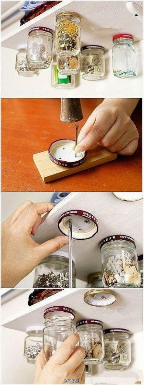 Na cozinha ou no escritório, pode suspender potes de vidro, aparafusando as tampas em prateleiras, e assim poupar muito espaço na sua áre...
