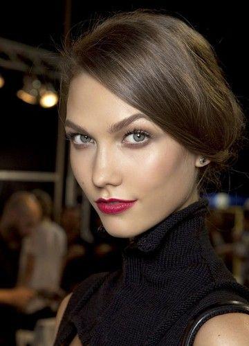 Natürlicher Glow: Face Gloss sorgt für einen glanzvollen Auftritt ohne überschminkt zu wirken