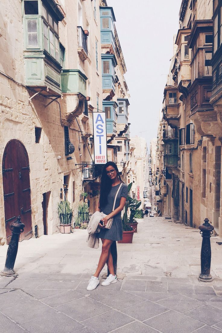 """""""Esperaba una aventura y vuelvo con mucho más"""". Sara Doménech, estudiante de 3º del Grado en #Enfermería, nos envía esta foto de su #Erasmus en la Universidad de #Malta. Desde allí afirma que """"merece la pena dejar lo conocido y armarse de valor hacia un nuevo camino"""" y se muestra agradecida por la oportunidad que ha supuesto para ella su estancia #internacional. #AlumnosUCV #FuturoUCV #UCVporelmundo"""