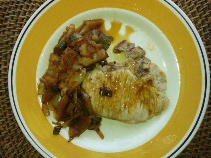Chuletas de Cerdo con Salteado de Col (Costolette di Maiale con Soffritto di Cavolo) - Pippo in Cucina