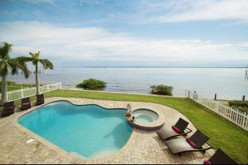 Villa Dream Island is waiting for you, near Cape Coral, Florida.  This is my type of vacation home! #tripelli #stayfeefree (scheduled via http://www.tailwindapp.com?utm_source=pinterest&utm_medium=twpin)