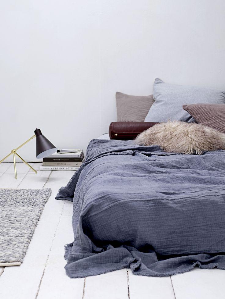 les 25 meilleures id es de la cat gorie lit au sol sur. Black Bedroom Furniture Sets. Home Design Ideas