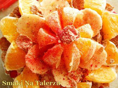 Sałatka owocowa z pełnoziarnistymi płatkami i jogurtem naturalnym - See more at: http://smakinatalerzu.blogspot.se/2013/04/saatka-owocowa-z-penoziarnistymi.html#sthash.s0w5M5Fj.dpuf