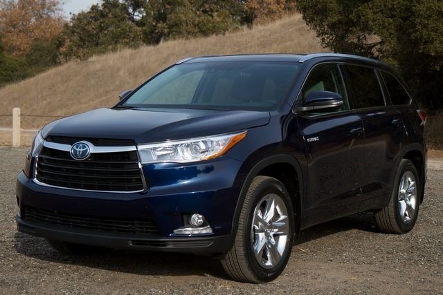 Five Best Crossover Vehicles for Commuters 2014: 2014 Toyota Highlander Hybrid 4WD LE Plus
