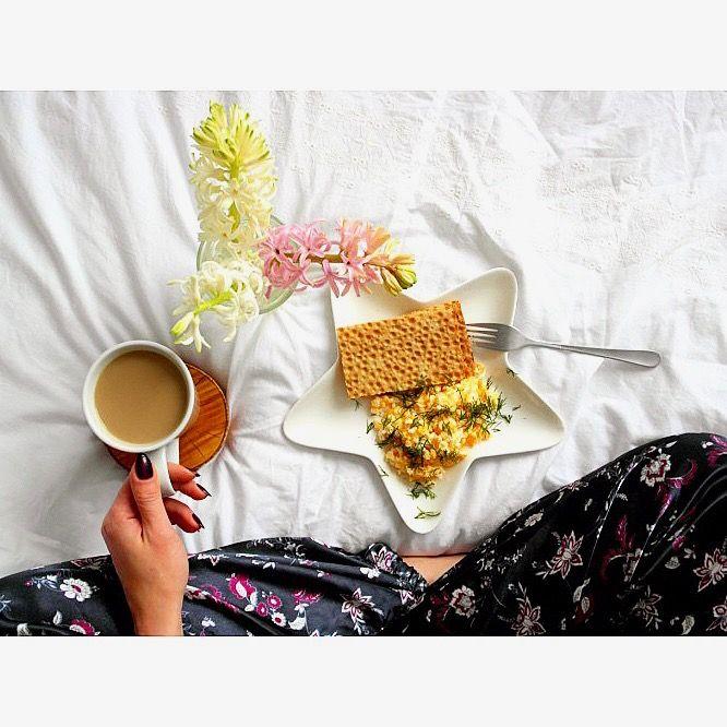 Niedzielne śniadanie: jajecznica z koperkiem i kawa 🍳🌱☕ --> Zapraszam moją stronę na fb https://m.facebook.com/eatdrinklooklove/ ❤ . .  Sunday breakfast: scrambled eggs with dill and coffee  🍳🌱☕ --> I invite my page on fb https://m.facebook.com/eatdrinklooklove/ ❤ .