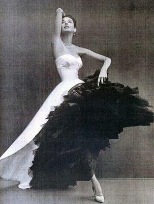 Balenciaga. Espectacular vestido