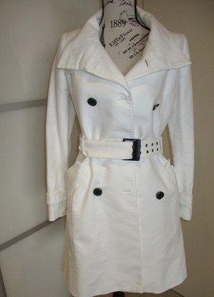 À vendre sur #vintedfrance ! http://www.vinted.fr/mode-femmes/autres-manteaux-and-vestes/30800316-trench-mango-blanc