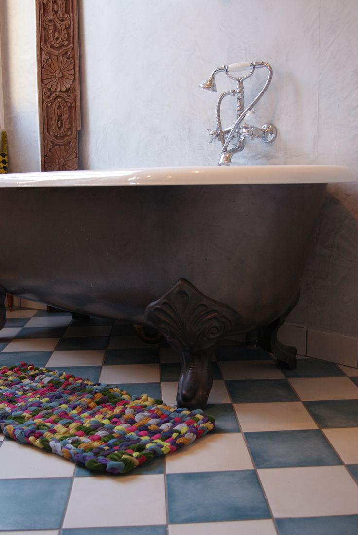 Pour moi les plus beaux tapis du monde sont les tapis boucherouites marocains, ils sont colorés, artisanaux et en tissus de récupération pour la plupart. Mais voilà c'est un budget et je n'ai pas encore trouvé la bonne occasion.…