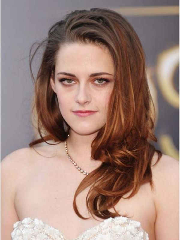 Kristen Stewart   What better than a simplistic silver to bring out to beauty of an embroidered white bodice. Kisten wore her Reem Acra with Fred Leighton jewellry.