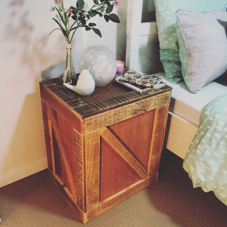 Tea Chest Side / Lamp Table made from Reclaimed Pallets