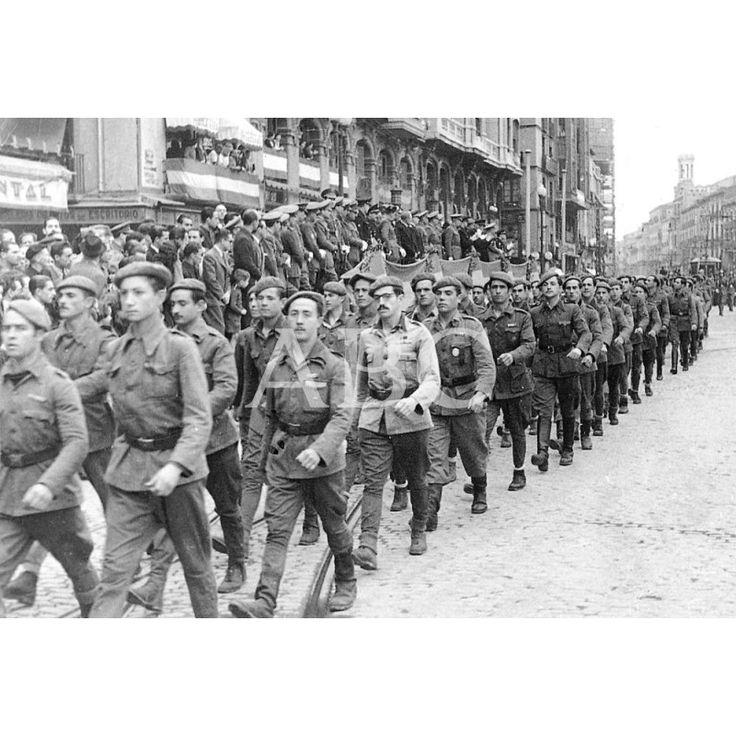 7.5.1943 REPATRIADOS DE LA DIVISIÓN AZUL DESFILAN POR LA PLAZA DE ESPAÑA CAMINO DEL TEMPLO DEL PILAR: Descarga y compra fotografías históricas en | abcfoto.abc.es