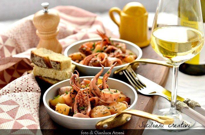 Calamari in umido con le patate: un piatto, a mioparere, eccezionale. Perché la semplicità paga sempre. E, visto che è uno dei miei piatti preferiti e che la ricetta è tra le prime che ho pubblica…