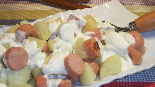 Un piatto sfizioso che piace anche ai bambini: prova la ricetta dell'insalata di patate e wurstel e riempi la tua tavola di sapore e gusto!