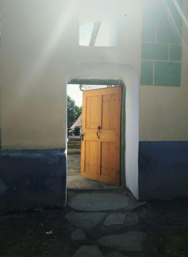 •Crit•Romania•beautiful•heart•door