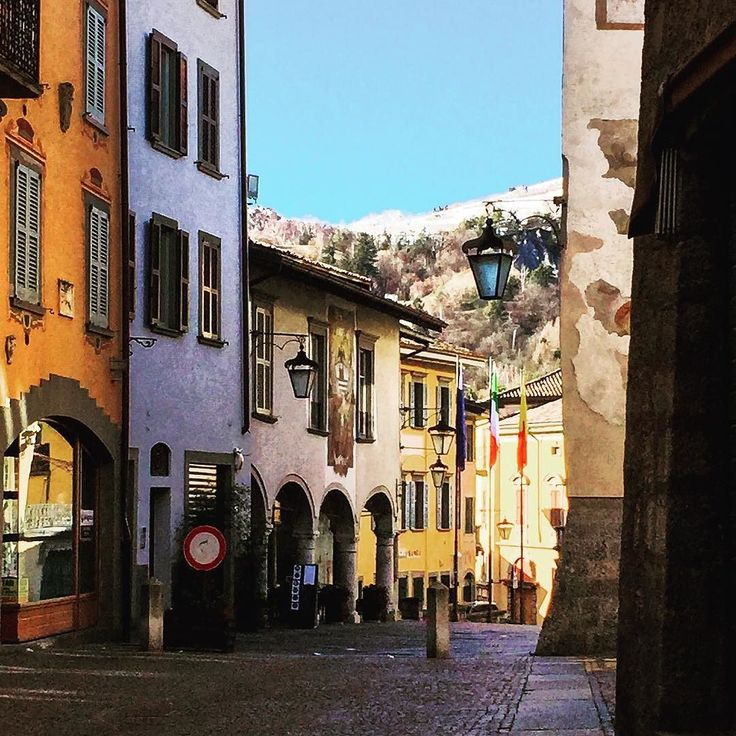 Visitando Clusone #clusone #bergamo #bergamoinfoto #montagna #mountains ##snow #bluesky #winter 2014 #inverno #inverno2014 #valseriana #volgolombardia #lombardia #italy #italie #italia by pieribg