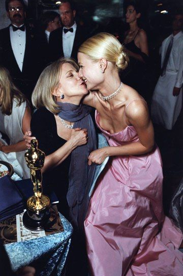 Blythe Danner congratulates daughter Gwyneth Paltrow on her Shakespeare in Love best-actress win. (1999)