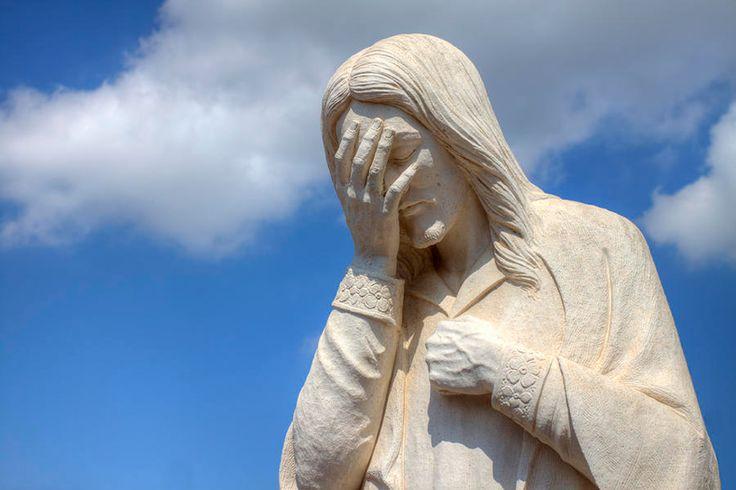 """Hoy de nuevo quiero cuidar esa amistad que sueño con Jesús. Me conmueve escuchar hoy: """"Señor, tu amigo está enfermo"""". Su amigo Lázaro está enfermo. Yo, que soy su amigo también estoy enfermo. En es…"""