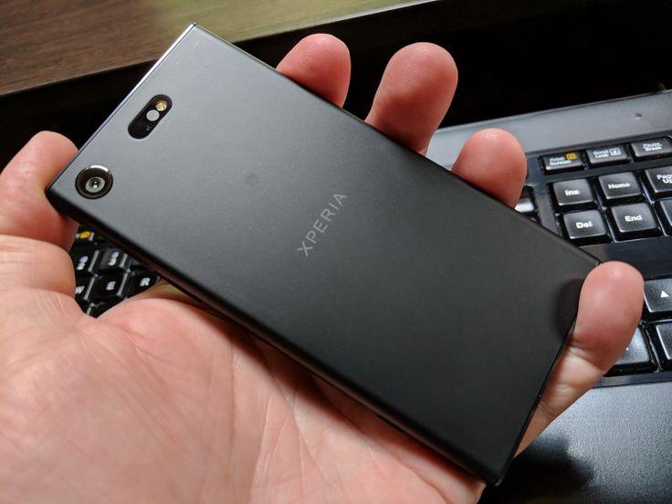 """Sony Xperia XZ1 Compact: Design tip """"cutie de chibrituri"""", destul de comod totuşi"""
