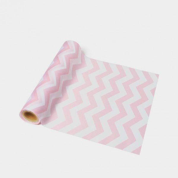http://shop.fiestascoquetas.com/vestir-la-mesa/manteles-caminos-de-mesa/camino-de-mesa-chevron-rosa