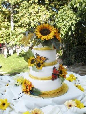 Sunflower cake.: Sunflowers Theme, Butterflies Add, Sunflower Wedding Cakes, Cakes Species, Cakes Butterflies, Sunflowers Cakes, Sunflowers Wedding Cakes, Cakes Tho, Sunflower Weddings