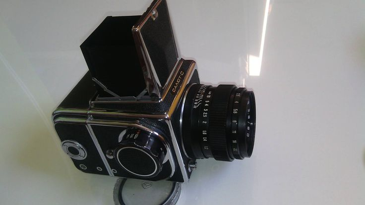Have you met the Hasselblad 1000F russian cousin?  The Salyut C (Salyut means salutation) was medium format camera built in the 70's  Our follower António Bernardino Coelho is a proud owner of a Salyut, here's his precious camera   #tbt #throwbackthursday #salyut #hasselblad #mediumformat #retro